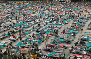 THOUSANDS: Evacuees huddle in the Astrodome / Photo: Andrea Booher