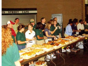 FEEDING THE HUNGRY: Texas bankers serve breakfast / Photo: Unknown