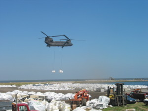 17th STREET LEVEE: Chinook helicopter drops big bags of sand to close up breach / Photo: Patrick Kadow